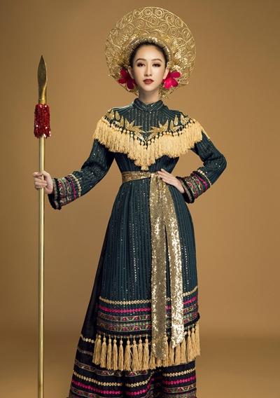 Trang phục Hà Thu lấy cảm hứng từ nữ tướng Việt xưa.