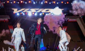 Ba giám khảo Giọng hát Việt tái ngộ tại đêm hội thời trang - âm nhạc