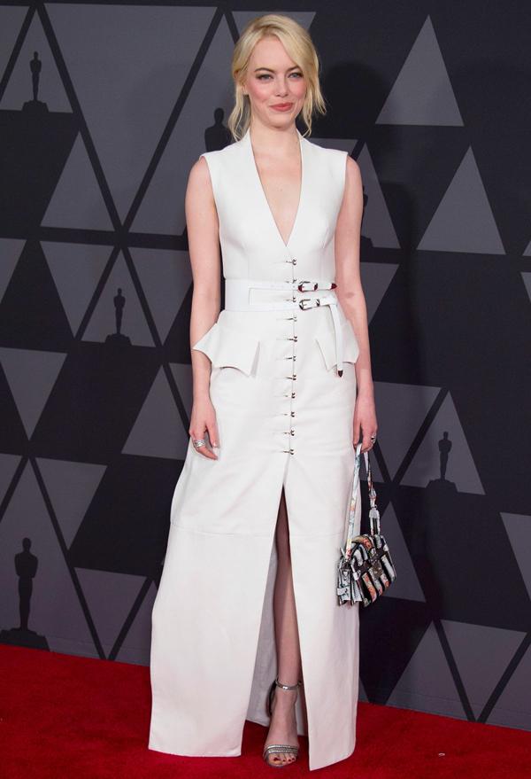 Jennifer Lawrence trêu Emma Stone trên thảm đỏ