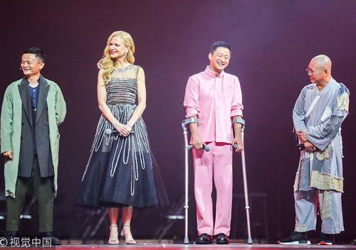 Từ trái sang: Jack Ma, Nicole Kidman, Ngô Kinh, Lý Liên Kiệt trong buổi tiệc mừng ngày hội mua sắm. Nicole Kidman cùng nhiều diễn viên nổi tiếng như Chương Tử Di, Phạm Băng Băng... được mời giao lưu trong sự kiện.