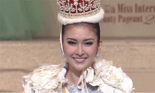 nguoi-dep-indonesia-dang-quang-hoa-hau-quoc-te-2017