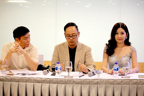 Buổi họp có sự tham gia của ông Võ Việt Chung - trưởng ban tổ chức Hoa hậu Đại dương, tân Hoa hậu Lê Âu Ngân Anh và luật sư đại diện Trần Vũ Hải.