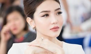 'Nữ hoàng sắc đẹp Toàn cầu' khoe nhẫn đính hôn ở sự kiện