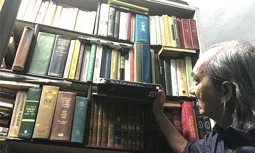 Gia tài lớn của nhà văn Nhật Chiêu là hơn 10.000 quyển sách được ông tích lũy qua nhiều năm.
