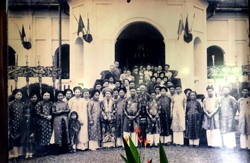 Đại gia đình trong lễ cưới của ông Nguyễn Văn Huyên và bà Vi Kim Ngọc.