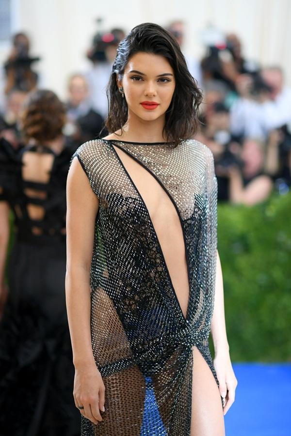 Kendall Jenner là người mẫu kiếm tiền nhiều nhất 2017