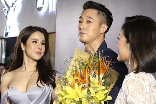 Diễn viên Diệp Lâm Anh (trái) là người mời So Ji Sub đến Việt Nam.