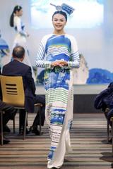 Ngọc Hân ra mắt bộ áo dài mang hình ảnh biển đảo Việt Nam