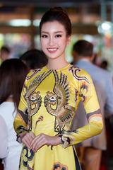Đỗ Mỹ Linh diện áo dài, Kim Tuyến mặc váy tôn dáng ở sự kiện