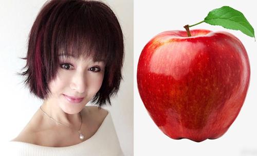 Thực đơn rau quả mỗi ngày của tôi nhất định phải có táo. Chỉ cần rửa sạch và ăn cả vỏ, vì vỏ chứa nhiều dưỡng chất, bà viết. Nữ diễn viên duy trì thói quen này vì táo giàu vitamin và chất chống oxy hóa.