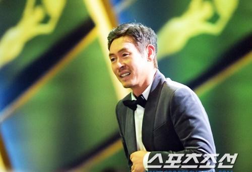 nghe-si-han-tuong-niem-sao-qua-co-kim-joo-hyuk-tren-san-khau-rong-xanh-6