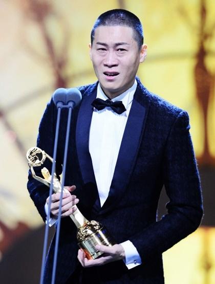 Diễn viên Jin Seon Kyu khóc khi nhận giải