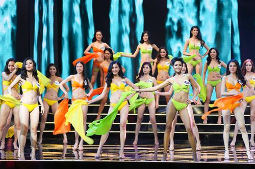 Cuộc thi bị tạm hoãn vì bất chấp tổ chức đêm bán kết trong điều kiện mưa bão.