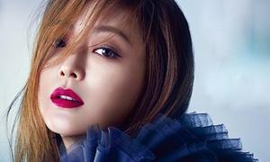 Kim Hee Sun khác lạ với tông trang điểm đậm
