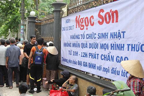 ngoc-son-phat-gao-tien-cho-nguoi-ngheo-o-biet-thu