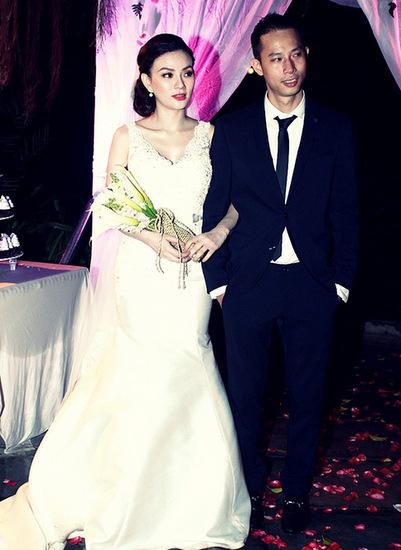 Chuyện tình của cả hai cập bến bằng một đám cưới lãng mạn do chồng Thu Thủy tự tay chuẩn bị để gây bất ngờ cho vợ.