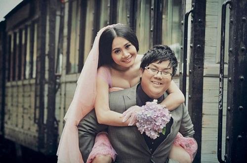 Vợ chồng Gia Bảo, Thanh Hiền đính hôn vào tháng 6/2014 và một tháng sau họ chính thức về chung một nhà. Cả hai cho biết nảy sinh tình cảm với nhau sau khi hợp tác tại sân khấu Thế giới trẻ.