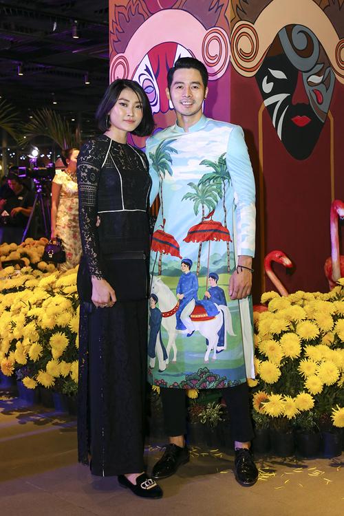 Những người ngưỡng mộ văn hoá Sài Gòn xưa có thể bước vào thế giới đầy hoài niệm của Đêm Hoa Lệ và tương tác với diễn viên để thấy một Sài Gòn không ranh giới giữa sân khấu và khán đài, giữa người giàu kẻ nghèo, giữa hoa và lệ.