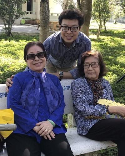 Nghệ sĩ Ngọc Hương bên đồng nghiệp Diệu Hiền (phải) và đạo diễn Thanh Hiệp.