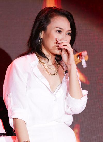 Cô rơi nước mắt trước tình cảm của khán giả dành cho mình.