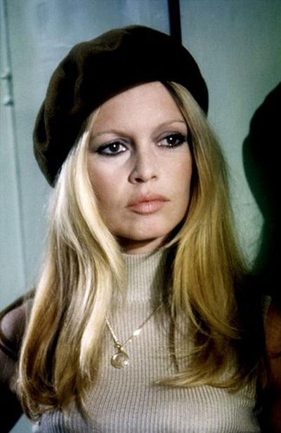 Hình ảnh chiếc mũ nồi gắn liền với biểu tượng sex Brigitte Bardot.