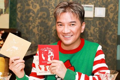 Đàm Vĩnh Hưng viết thiệp Noel tặng fan.