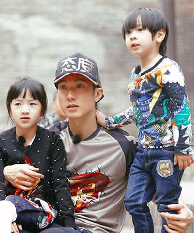 Ngô Tôn và hai con trong show thực tế Bố ơi mình đi đâu thế bản Trung Quốc.