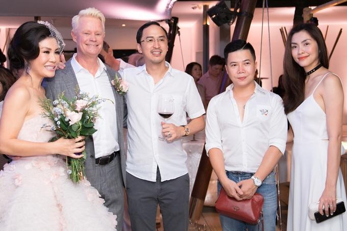 Vợ chồng Tăng Thanh Hà sánh đôi dự tiệc cưới