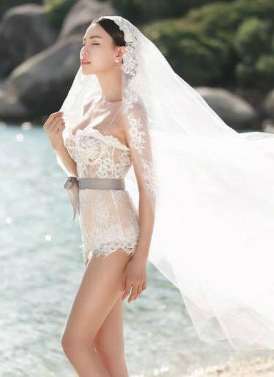 Ảnh cưới của cô chụp ở Thái Lan.