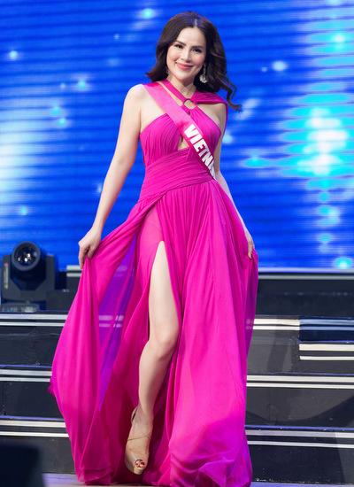 Á hậu Phương Lê trình diễn trong phần thi trang phục dạ hội.