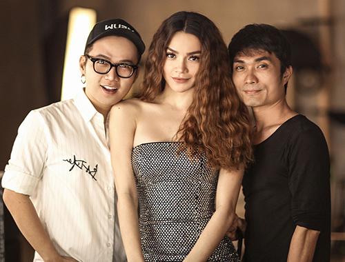 Hồ Ngọc Hà và nhà thiết kế Chung Thanh Phong (trái).
