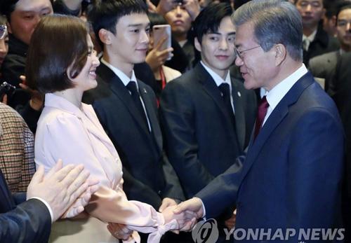 song-hye-kyo-du-su-kien-cung-tong-thong-han-o-bac-kinh