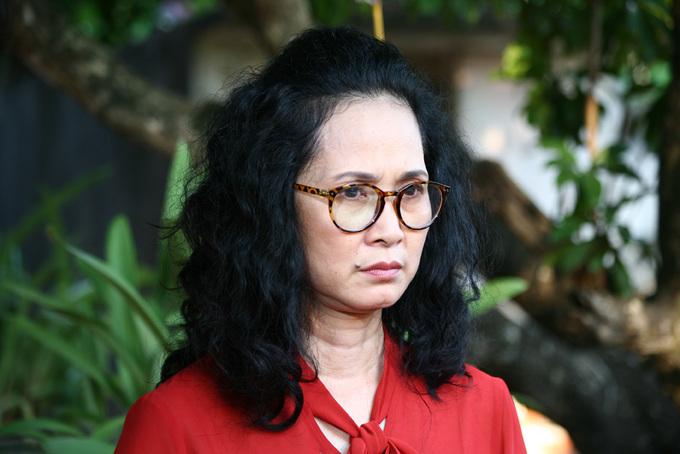 """<p class=""""Normal""""> """"Hiện tượng phim truyền hình"""" <a href=""""https://giaitri.vnexpress.net/tin-tuc/phim/diem-phim/phim-truyen-hinh-gay-sot-chuyen-nang-dau-song-chung-voi-me-chong-tai-quai-3566765.html""""><em>Sống chung với mẹ chồng</em></a> đứng thứ hai. Phim phát sóng từ ngày 5/4, xoay quanh cuộc sống của Minh Vân (Bảo Thanh) khi về làm dâu nhà bà Phương (Lan Hương). Mẹ chồng có tính cách khắc nghiệt, khiến Vân khổ sở trong thời gian làm dâu. Phim được khen ngợi nhờ khai thác mâu thuẫn gia đình, nhưng <a href=""""https://giaitri.vnexpress.net/tin-tuc/phim/sau-man-anh/ket-phim-song-chung-voi-me-chong-nguoi-khen-nhan-van-ke-che-phi-ly-3607270.html"""" target=""""_blank"""">cũng bị chê</a> bởi nhiều tình tiết phi lý.</p>"""