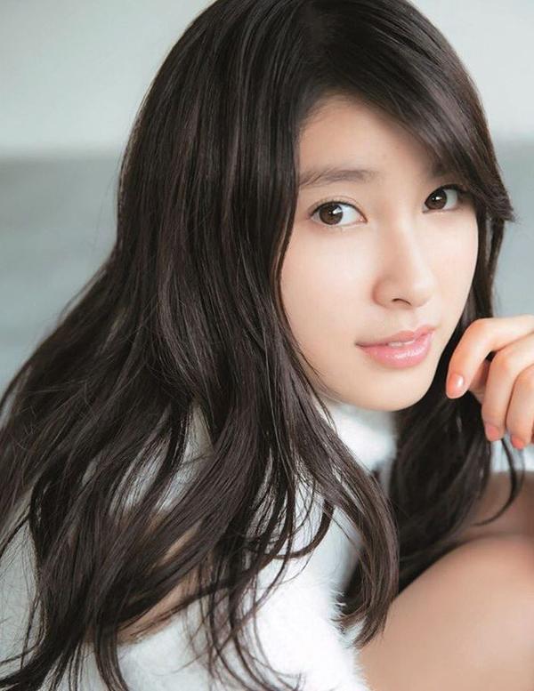<p> <em>Tao Tsuchiya </em>(sinh năm 1995) xếp thứ ba trong top 10. Năm nay cô gây chú ý với các phim<em>P and JK </em>và phim hài<em>Đến khổ vì được anh trai yêu thương quá</em>.</p>