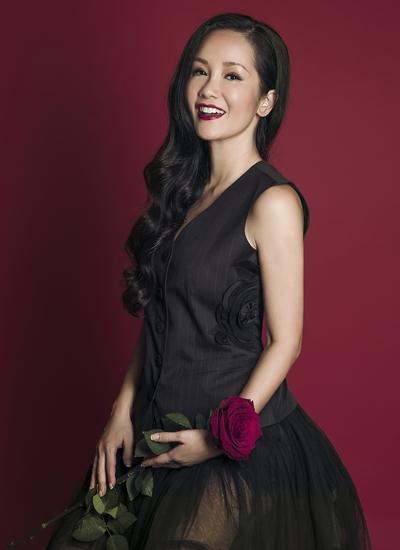 Hồng Nhung được khen ngợi về sắc vóc ở tuổi 47.