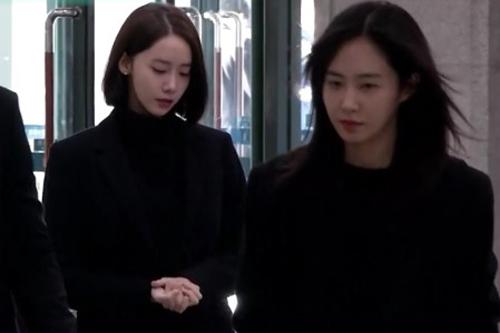 Hai ca sĩ Yoona và Yuri.
