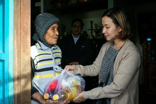 Only C, Ái Phương xót xa trước những mảnh đời sau bão Damrey ở Khánh Hòa - 6