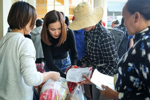 Bão số 12 (Damrey) đổ bộ trực tiếp vào đất liền tỉnh Khánh Hòa ngày 4/11 với sức gió cao nhất đạt cấp 12, giật cấp 15 kèm theo mưa lớn đã khiến 27 người chết, 5 người mất tích, 89 người bị thương; trên 10.000 căn nhà bị sập và hư hỏng.