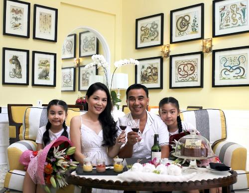 MC Quyền Linh đã chọn resort này để tổ chức kỷ niệm 12 năm ngày cưới của anh và bà xã, không quên mang theo cả hai công chúa nhỏ là Lọ Lem và Hạt Dẻ. Với gia đình anh, việc nghỉ dưỡng ở resort không phải là chuyện hiếm. Nhưng anh chia sẻ, chưa có nơi nào để lại ấn tượng mạnh cho anh như resort này.