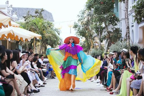 Đánh dấu một bước ngoặt lớn trong sự nghiệp, tận hưởng một kỳ nghỉ ắp đầy tri thức và những trải nghiệm lạ lùng& rất nhiều sao Việt cùng gia đình đang chọn JW Marriott Phu Quoc Emerald Bay là điểm đến lý tưởng cho một cuộc chạy trốn xa xỉ.