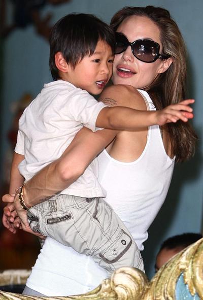 Pax Thiên (tên khai sinh là  Phạm Quang Sáng), sinh ngày 29/11/2003 tại TP HCM. Sau khi chào đời, Sáng bị mẹ - một người nghiện ma túy và chưa lập gia đình - bỏ rơi. Ông bà ngoại đưa cậu bé vào Trung tâm bảo trợ trẻ mồ côi Tam Bình (TP HCM). Tháng 3/2007, cậu được Angelina Jolie nhận nuôi và đưa về Mỹ. Minh tinh từng lý giải tên Pax Thiên mà cô đặt cho con có nghĩa là Bầu trời hòa bình.