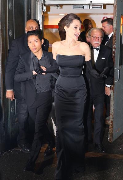 Trở thành con của cặp sao quyền lực bậc nhất Hollywood, Pax Thiên thường xuyên được bố mẹ đưa đến nhiều nơi trên thế giới trong những dịp quay phim. Cậu bé người Việt từng đặt chân tới Pháp, Czech, Anh, Campuchia, Myanmar... Angelina Jolie tiết lộ Pax Thiên rất thích âm nhạc và muốn trở thành DJ. Ngoài ra, từ nhỏ cậu đã rất thích nấu ăn và được mẹ khuyến khích theo đuổi. Pax Thiên đã bước sang tuổi 14 và trở thành chỗ dựa của mẹ sau khi Angelina Jolie chia tay Brad Pitt. Hồi giữa tháng 12, Pax Thiên đưa Angelina Jolie đến sự kiện và dìu minh tinh vào thảm đỏ.