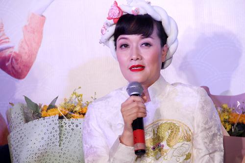 Vân Dung đóng bà Táo, bên cạnh Quang Thắng và Đức Khuê.