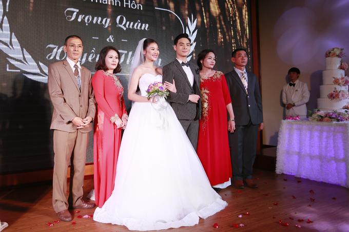 <p> Jay Quân và Chúng Huyền Thanh nhận nhiều lời chúc phúc cũng như dặn dò về cuộc sống lứa đôi từ gia đình, bạn bè.</p>