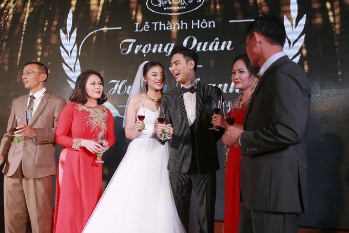 <p> Sau hôn lễ, vợ chồng Chúng Huyền Thanh sẽ trở lại TP HCM để sinh sống và hoạt động trong làng giải trí.</p>