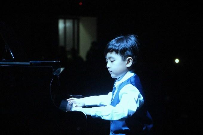 Thần đồng piano gốc Việt Evan Le biểu diễn nhạc Trịnh ở cố đô Huế