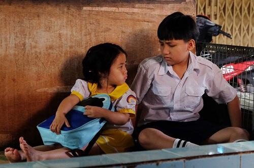 Con với anh Gia Bảo đã đóng chung vở kịch Thiên thần nhỏ của tôinên hai anh emhiểu ýrất nhanh. Còn trong những cảnh hơi khó, các cô chú trong đoàn luôn chỉ cáchđểnắm bắt tình huốngnhanh nhất, bé kể lại.Phim dự kiến khởi chiếu ngày 12/1/2018.