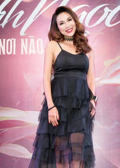 Khánh Ngọc nhãi tại họp báo.