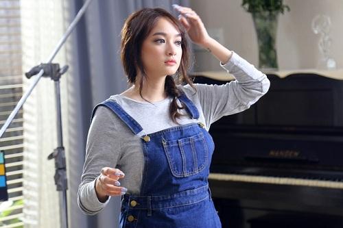 Hot girl Kaity Nguyễn nổi lên sau Em chưa 18.