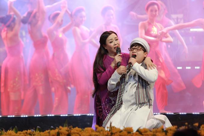 Thanh Thanh Hiền song ca cùng con gái út